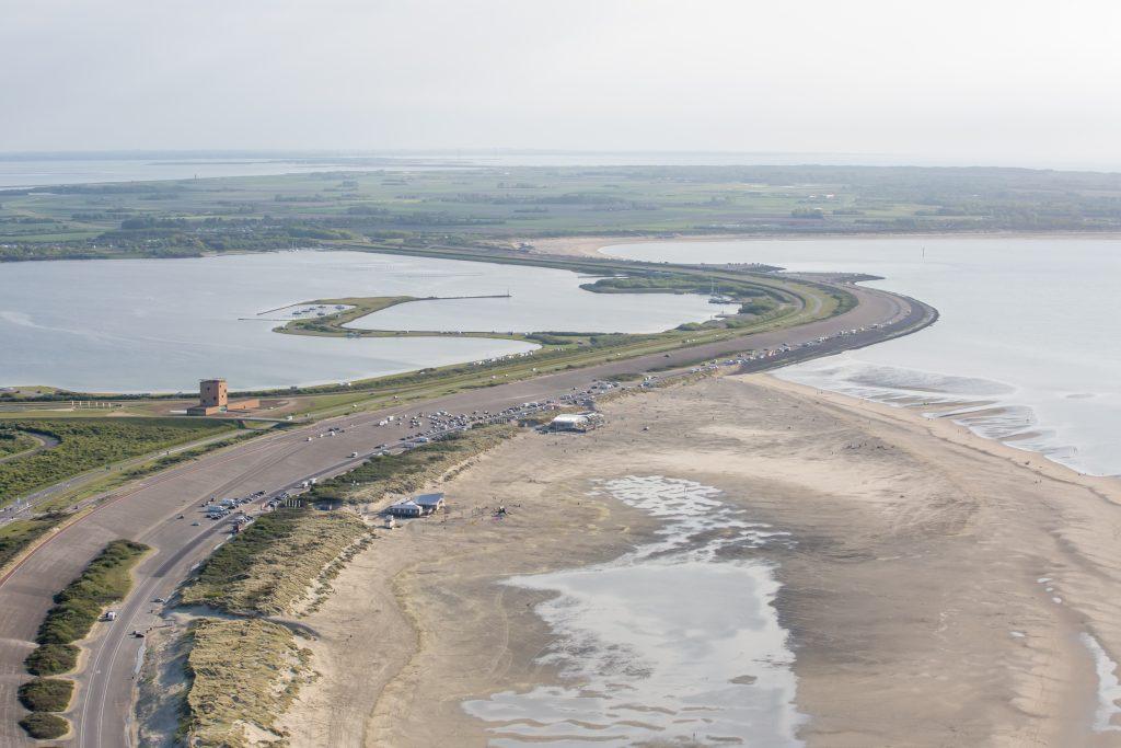 Strandpaviljoen Brouw Brouwersdam luchtfoto