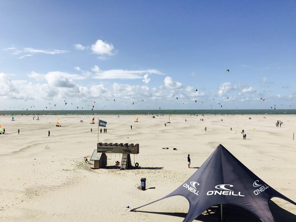 Strandpaviljoen Brouw vergaderen aan het strand